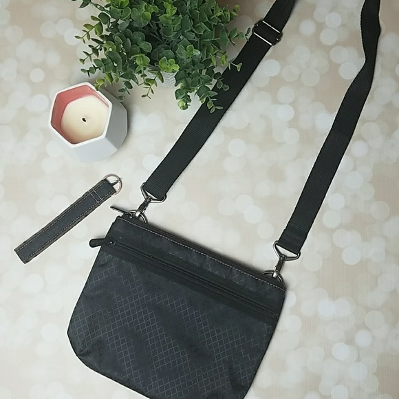 af52a41771ad Thirty-One Travel Cross Body/Fanny Pack